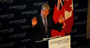 Glen Murray delivers a speech to the Economic Club of Canada. / Jessica Smith Cross