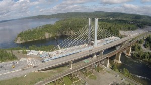 The Nipigon Bridge under construction in November 2015. CNW / HATCH.