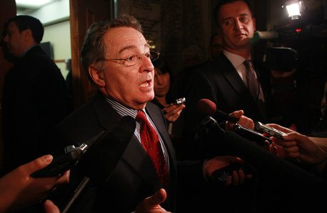 Province will stand back and let Six Nations, OPP deal with Caledonia blockade, minister says