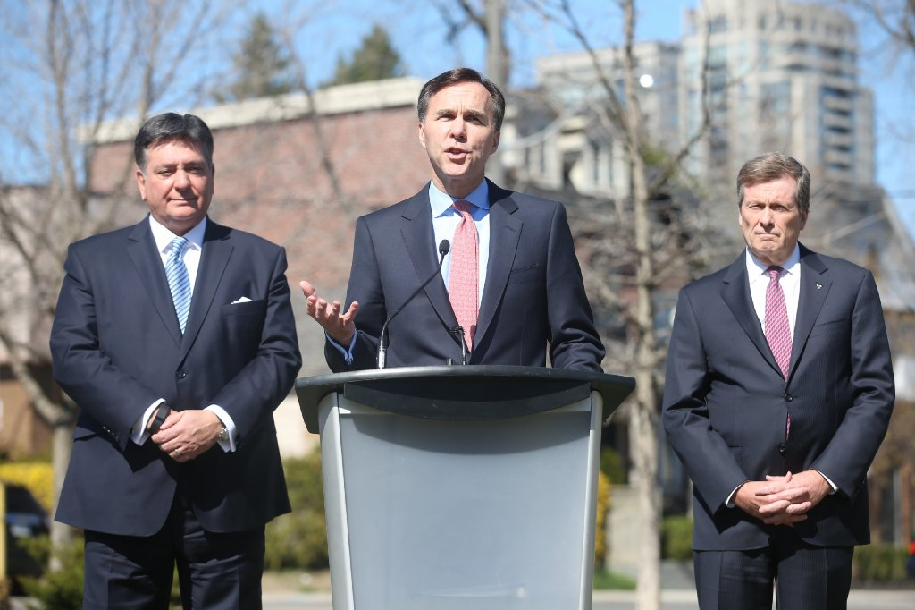 Provinces, Ottawa pledge to split pot tax revenue 75-25